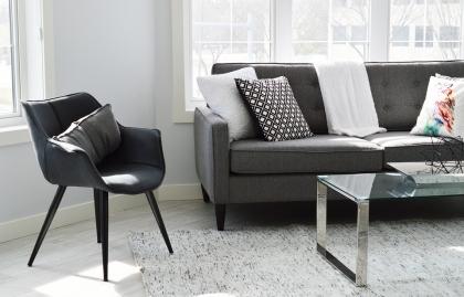 Stół i krzesła - jak wybrać podstawowe meble do domu?