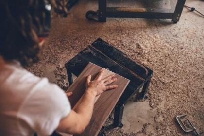 Technologie stosowane przy produkcji drewna klejonego